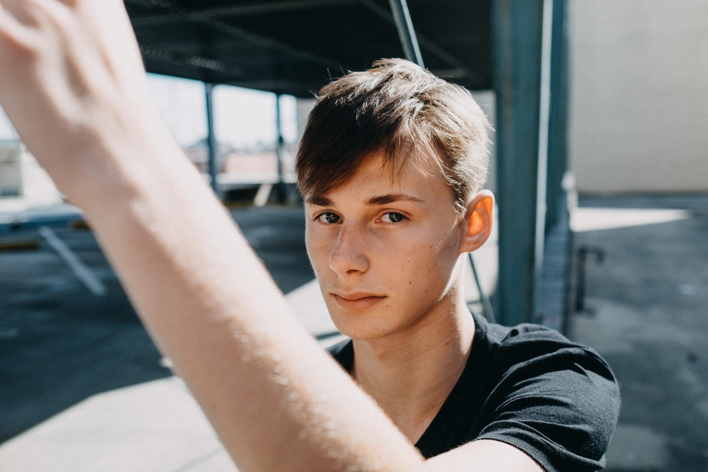 selective focus of man wearing gray shirt