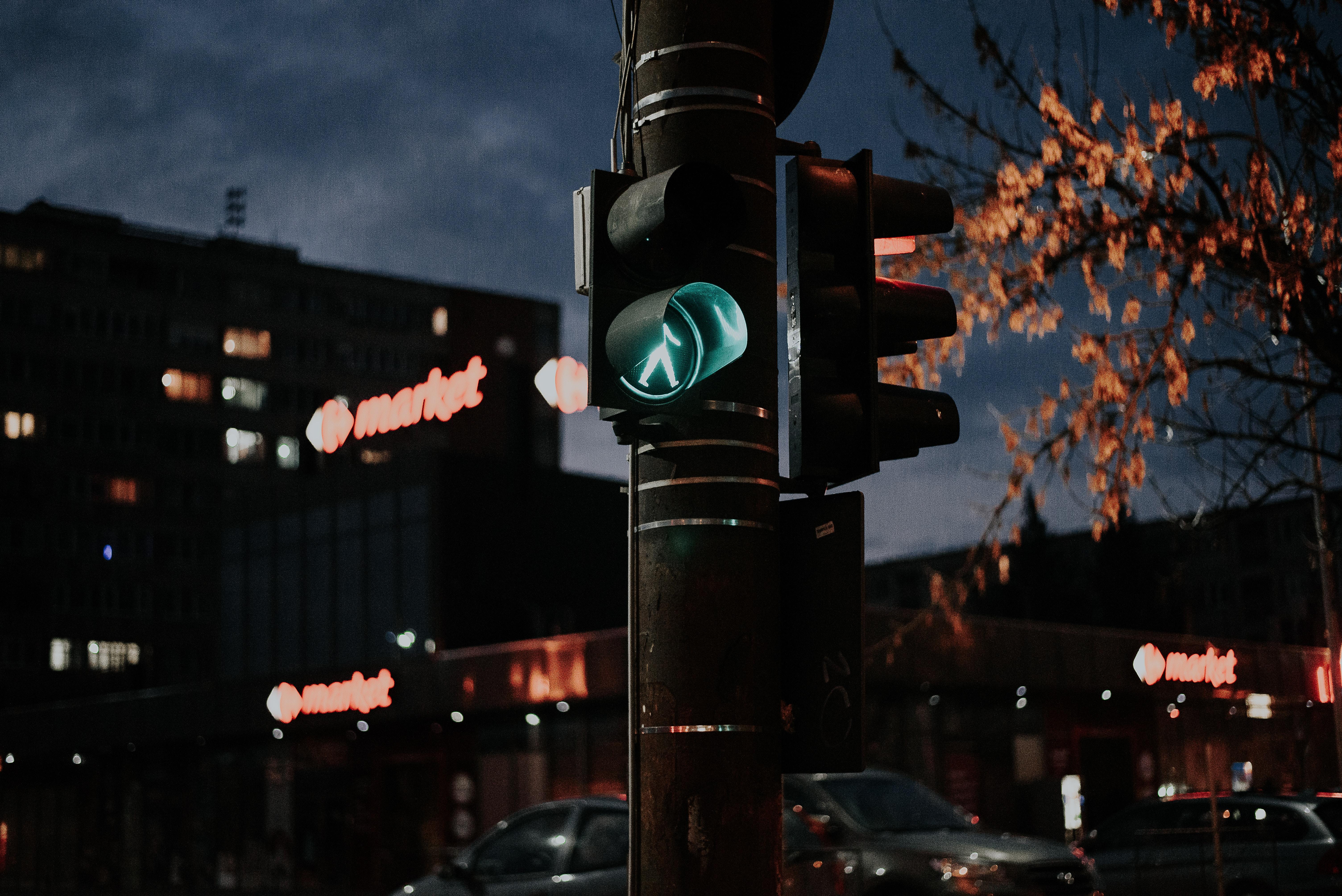 shallow focus photo of traffic lights