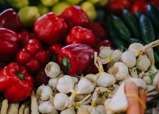 red bell pepper on white garlics