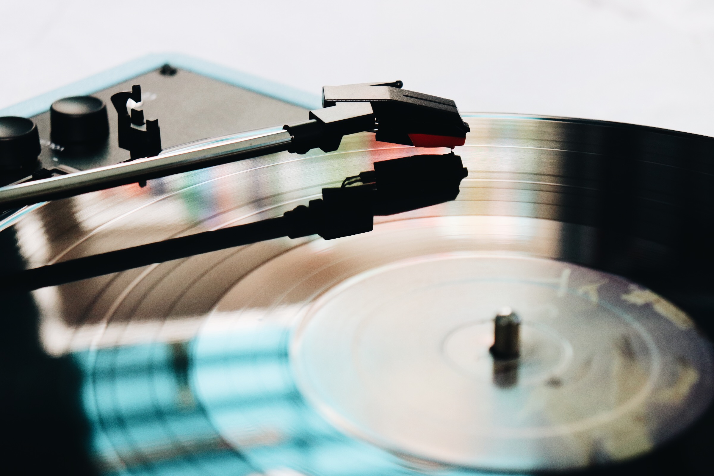 The Vinyl Record Ritual: How LPs Provide a Traditional Listening Experience
