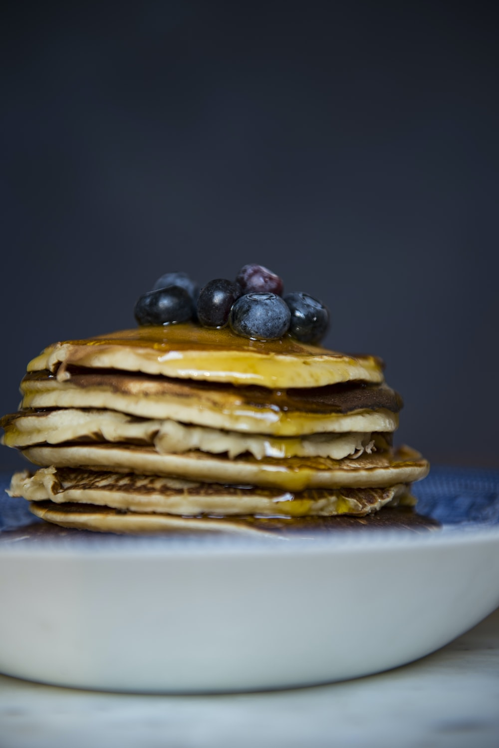 pan cakes with blueberries