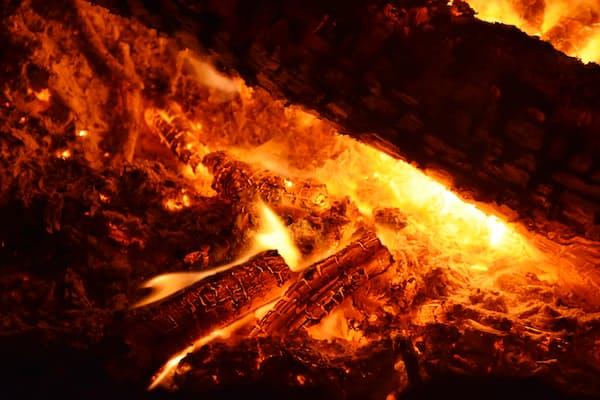 תודה לך פרומתיאוס: עבודה עם אש כמקדמת טרנספורמציה רגשית בטיפול במתבגרות ובמתבגרים