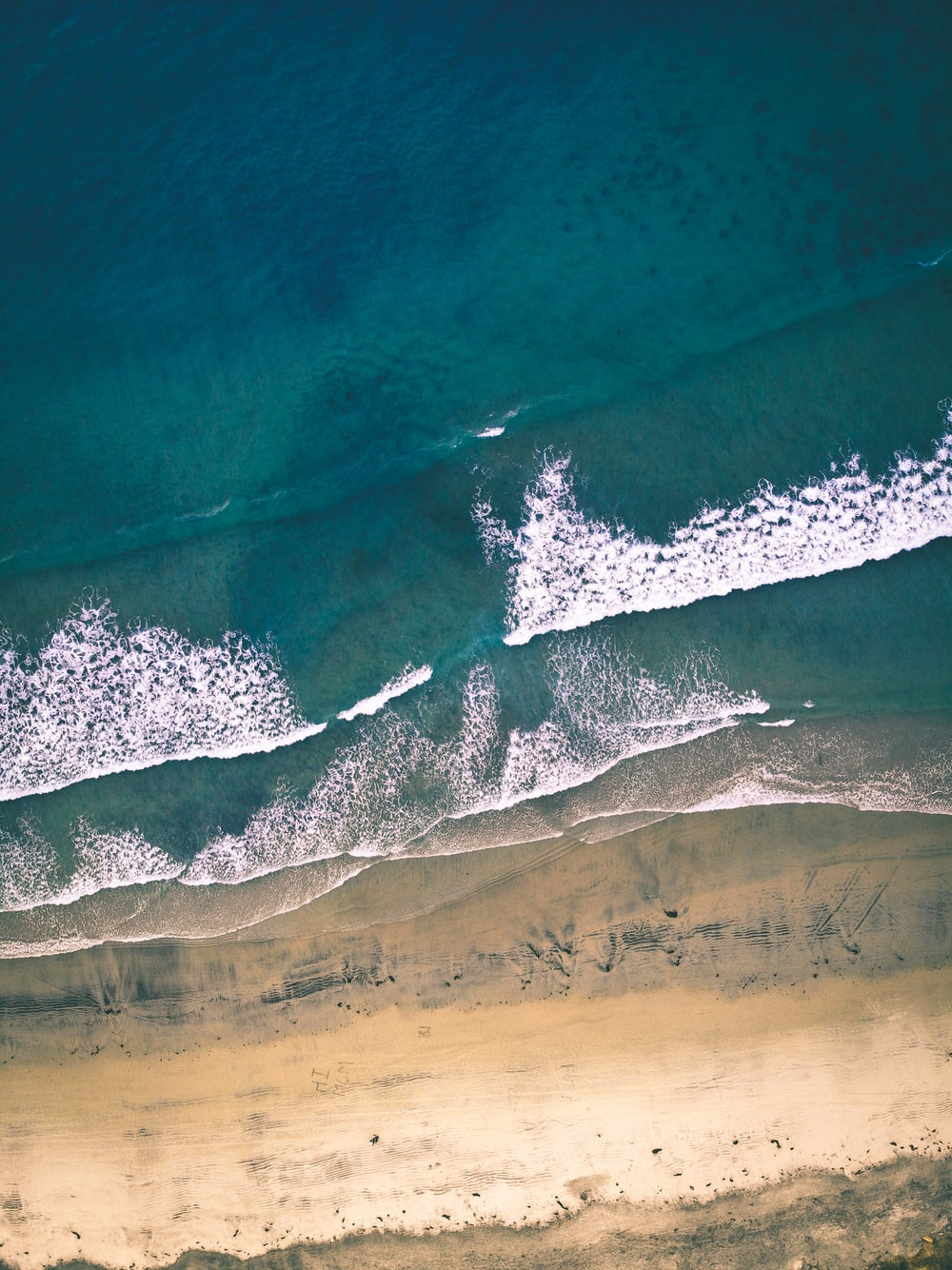 aerial photography of seawaves at daytime