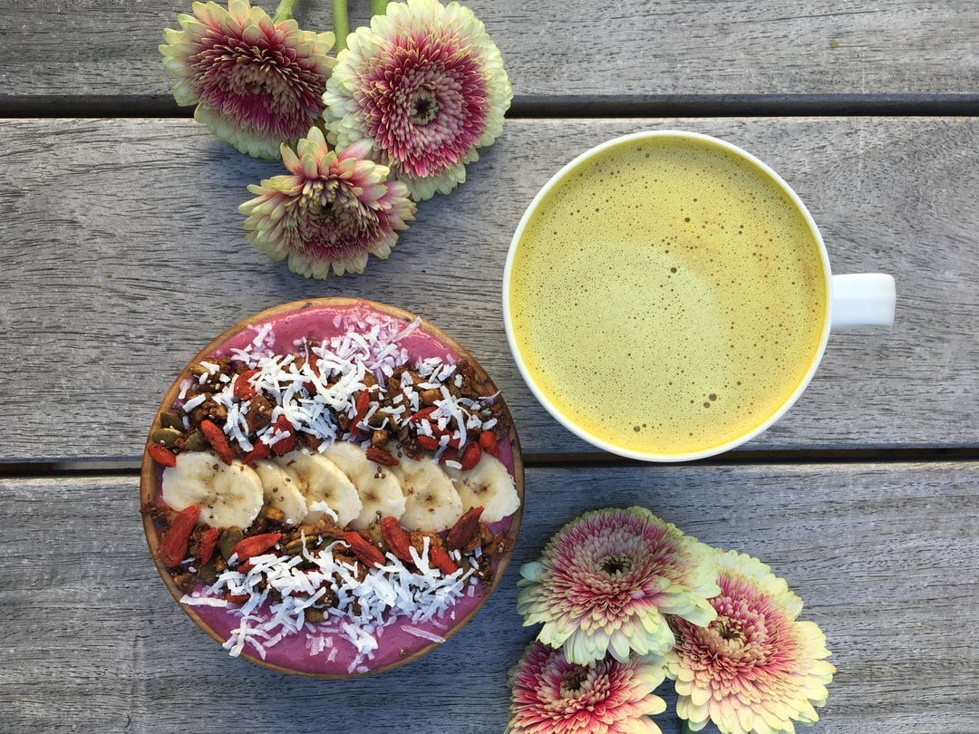 The reticular activating system acts as a toggle switch to control the activation of either our cerebral cortex (higher thinking) or our primal brain (fight or flight). The food we consume is a constituent part of influencing it's regulation. 🌰Seeds and nuts contain the amino acids required to serve as complete proteins. 🍶Turmeric and coconut milk assist in the reduction of inflammation. 🍌Bananas help to balance electrolytes in the body.