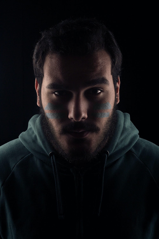 man wearing gray pullover hoodie