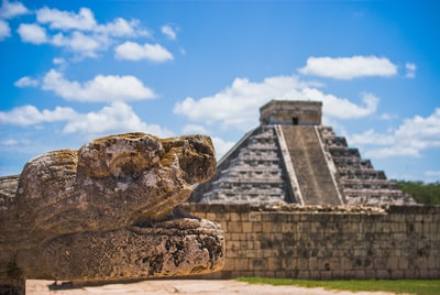 landmark photography of chichen itza, mexico mayan pyramid zoom background
