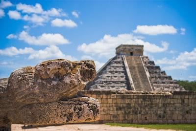 landmark photography of chichen itza, mexico mayan pyramid teams background