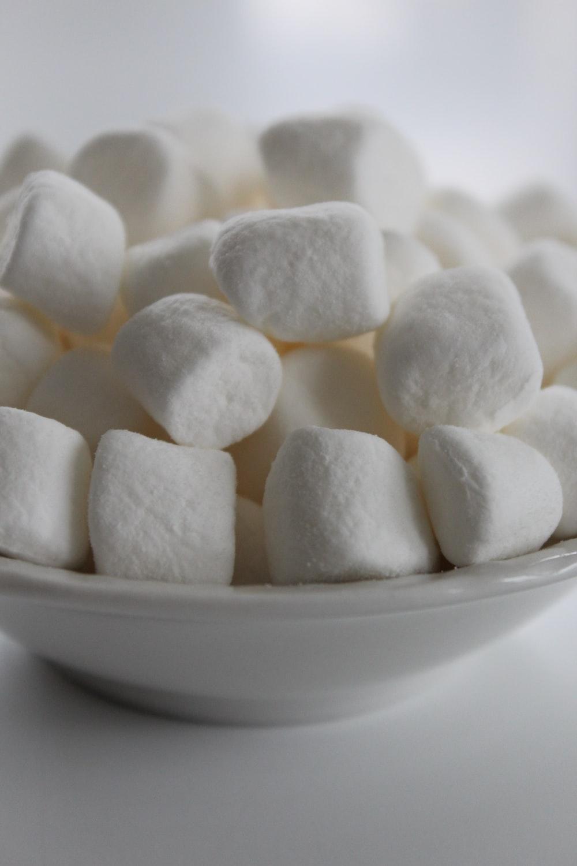 closeup photo of marshmallows on bowl