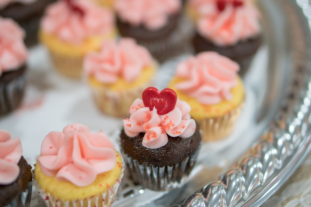 shallow focus photography of cupcakes