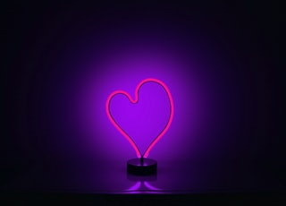 heart-shape pink lighted table lamp