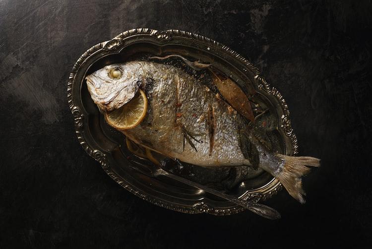 Plat de poisson grillé. | Photo : Unsplash