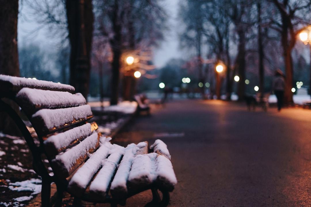 Warten auf der kalten Bank