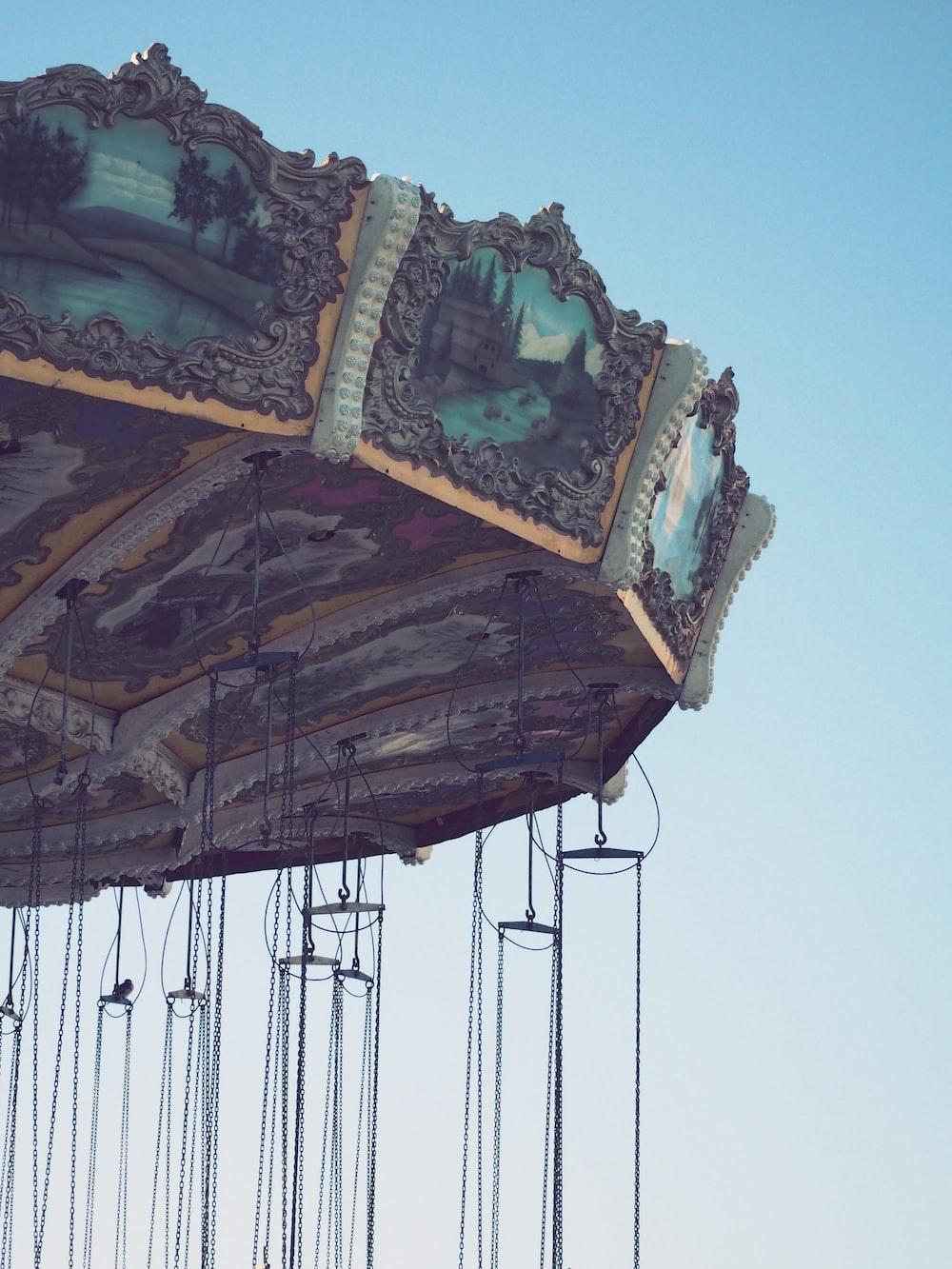 shallow focus photography of teal amusement park ride