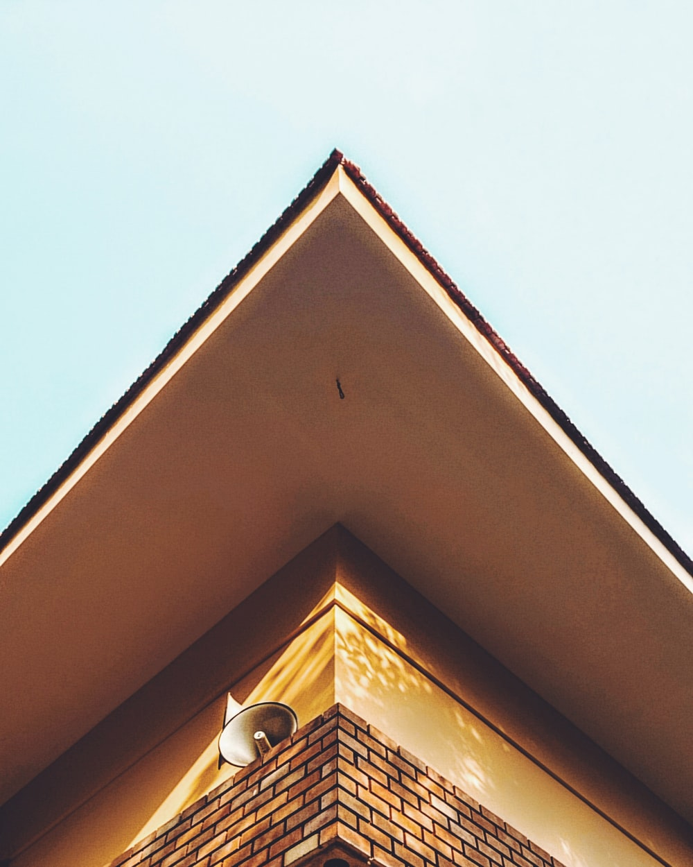worm's eye view photography of house during daytime