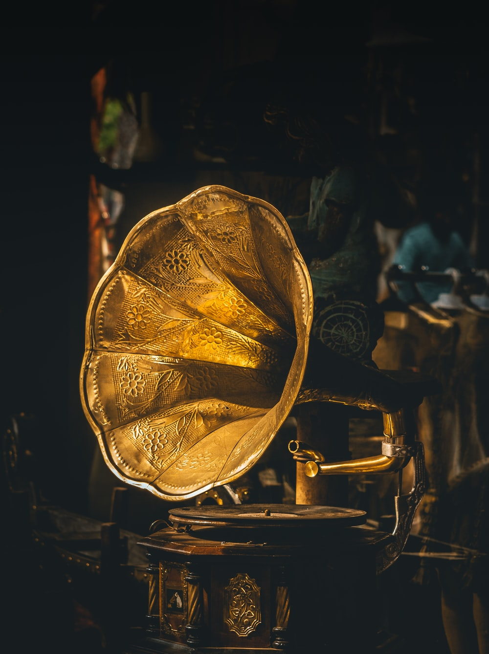 closeup photo of gramophone