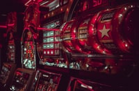 close-up photography of lucky arcade with Bar, Bar, and Star