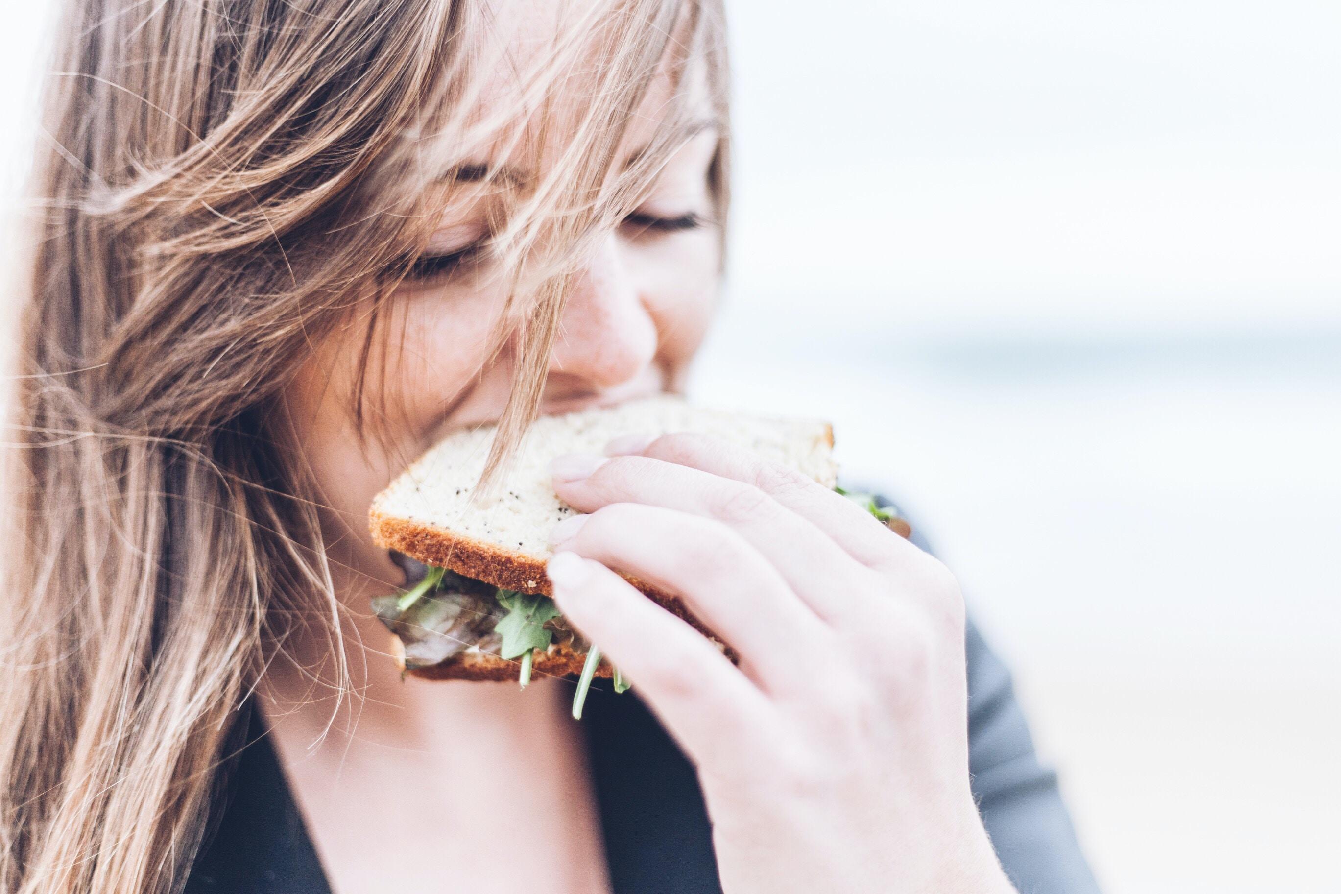 Ini 3 bahaya yang bisa terjadi saat tidur setelah makan (dok. unsplash)