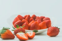 strawberries in round plate