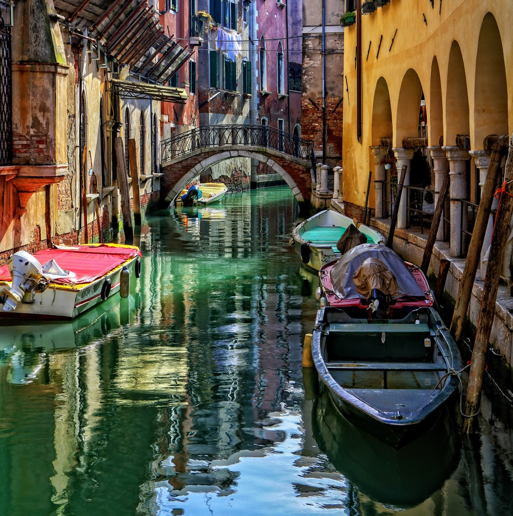 canoes on Venice Grand Canal