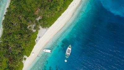 aerial photography of boats near shore bahamas teams background