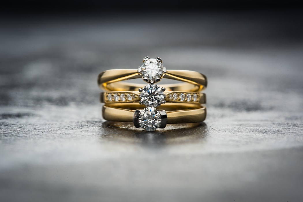 diamond ring with gold band