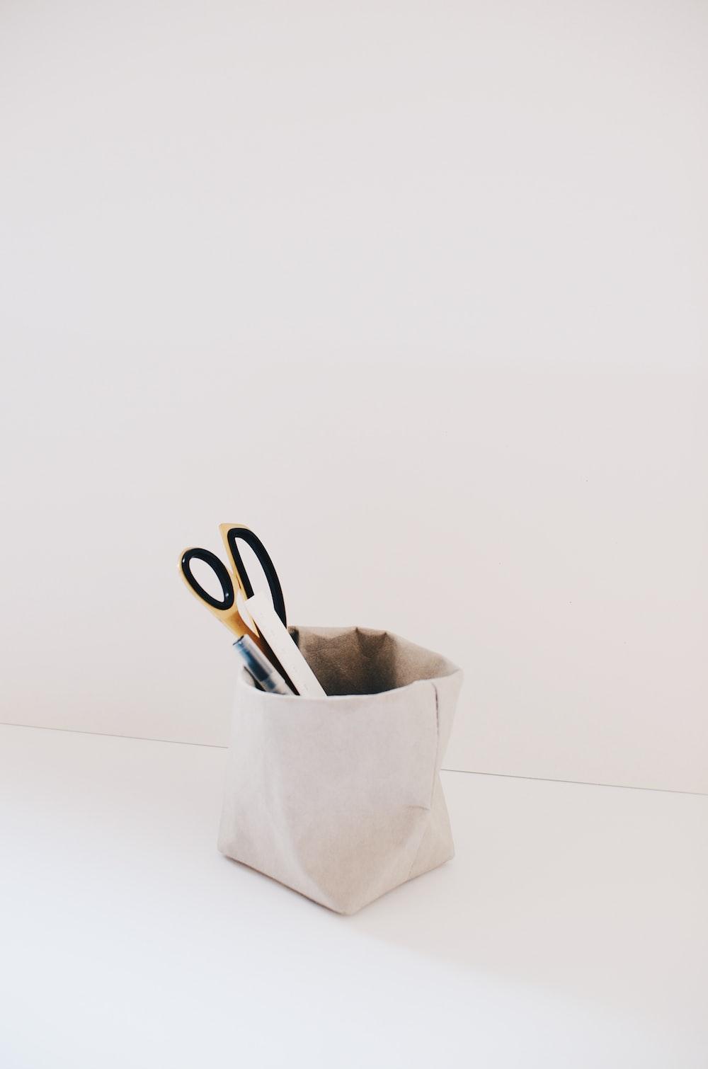 gray pen organizer