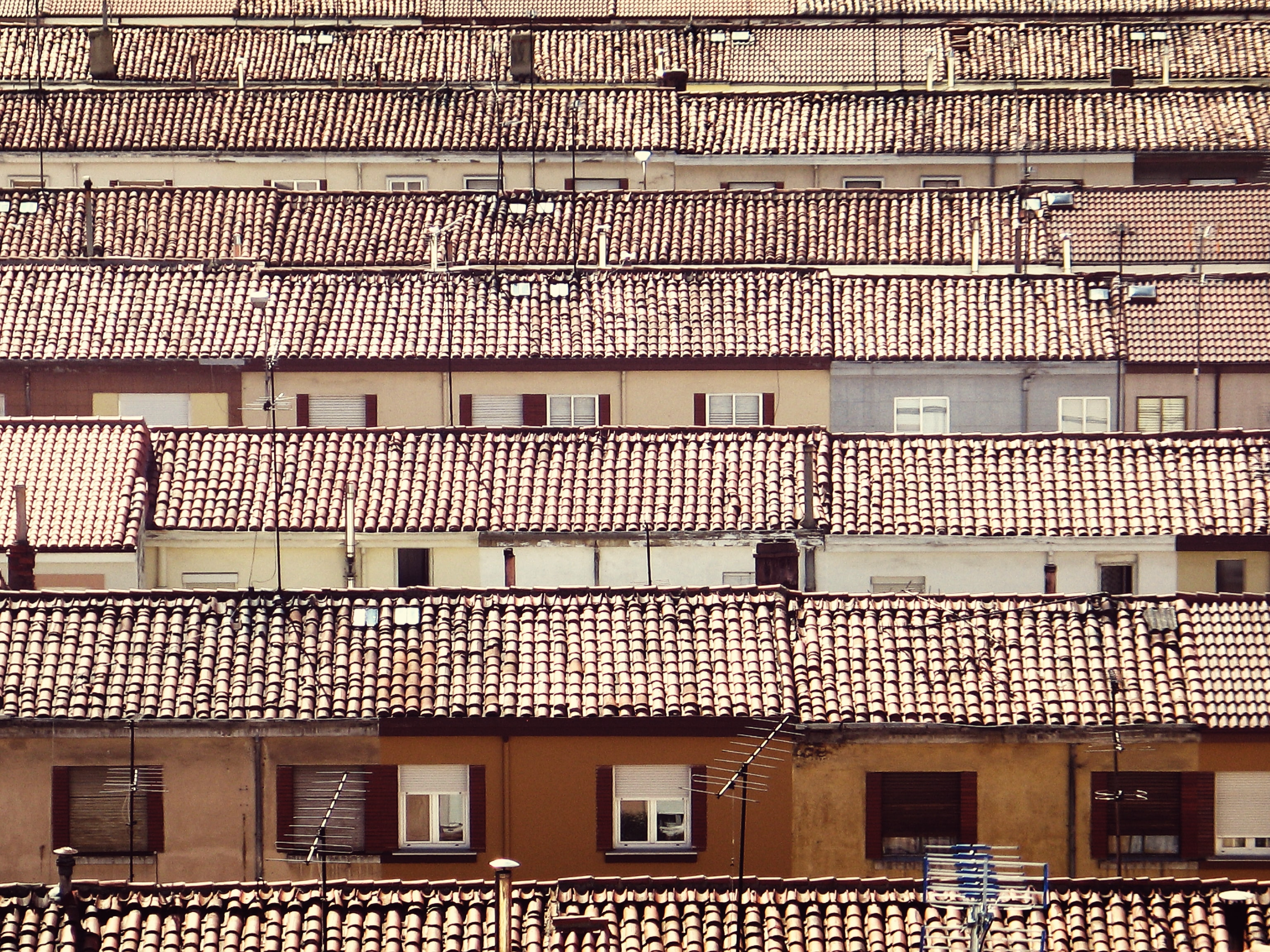 bird's-eye view photography of houses with brown shingles