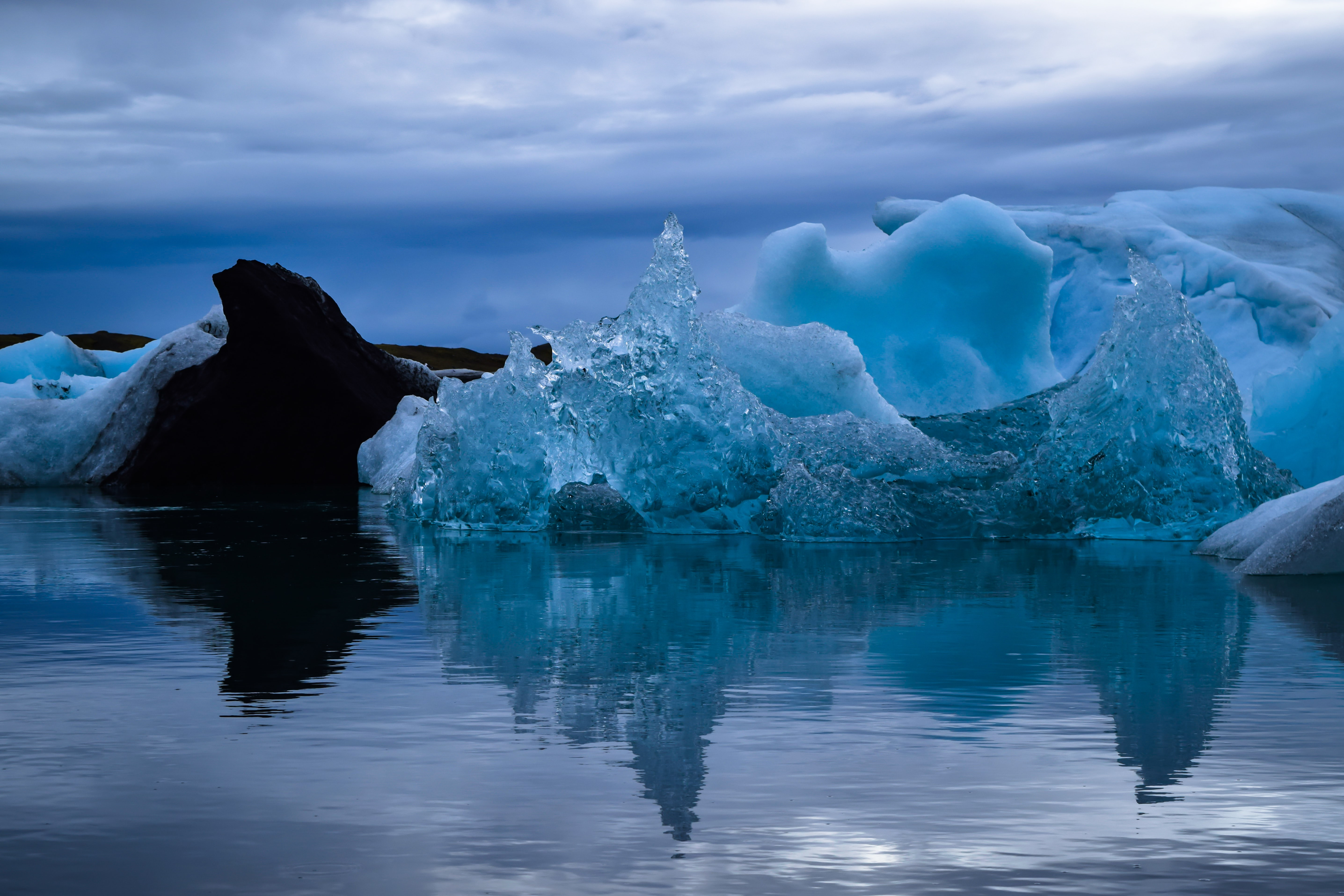 photo of icebergs during daytime