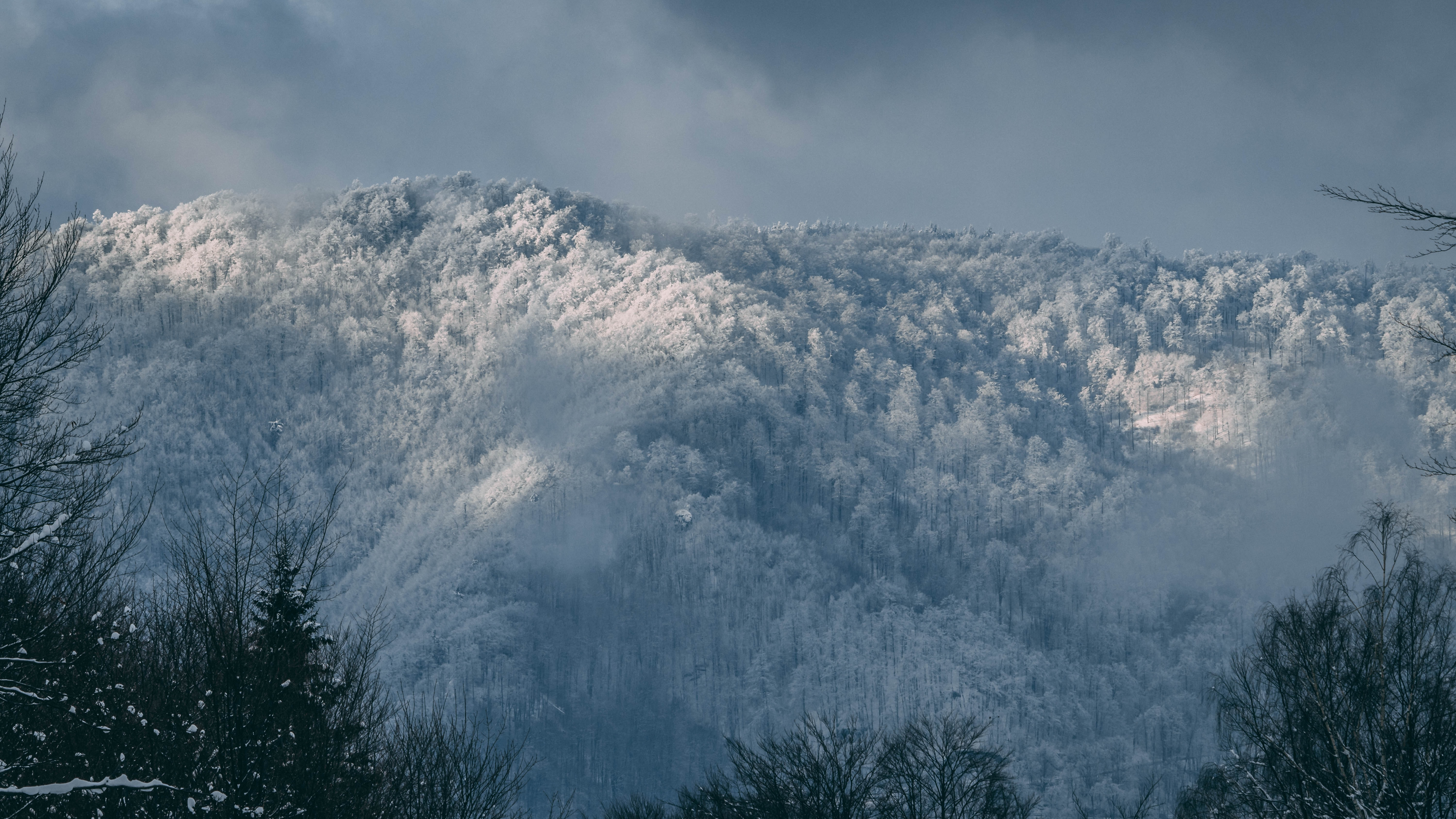 mountain filled with snow during daytime