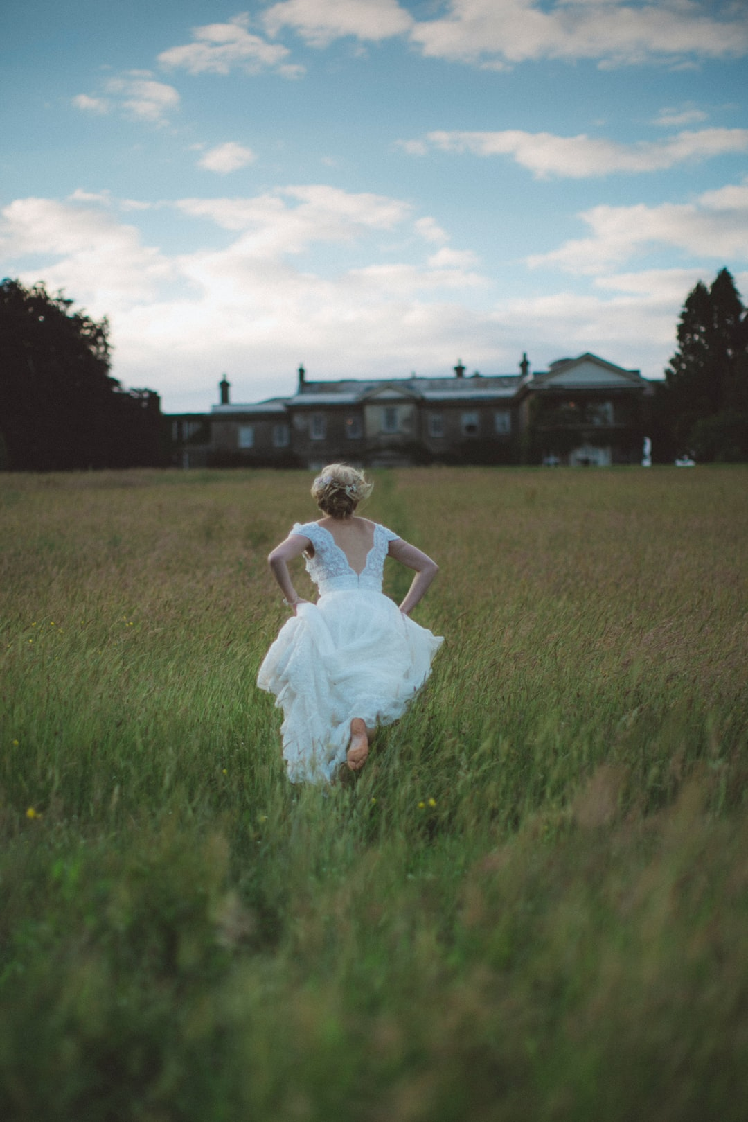 This is not your typical wedding shot which is why I love it! Simply asked the barefoot bride to run toward the house so that the moment felt spontaneous and natural.