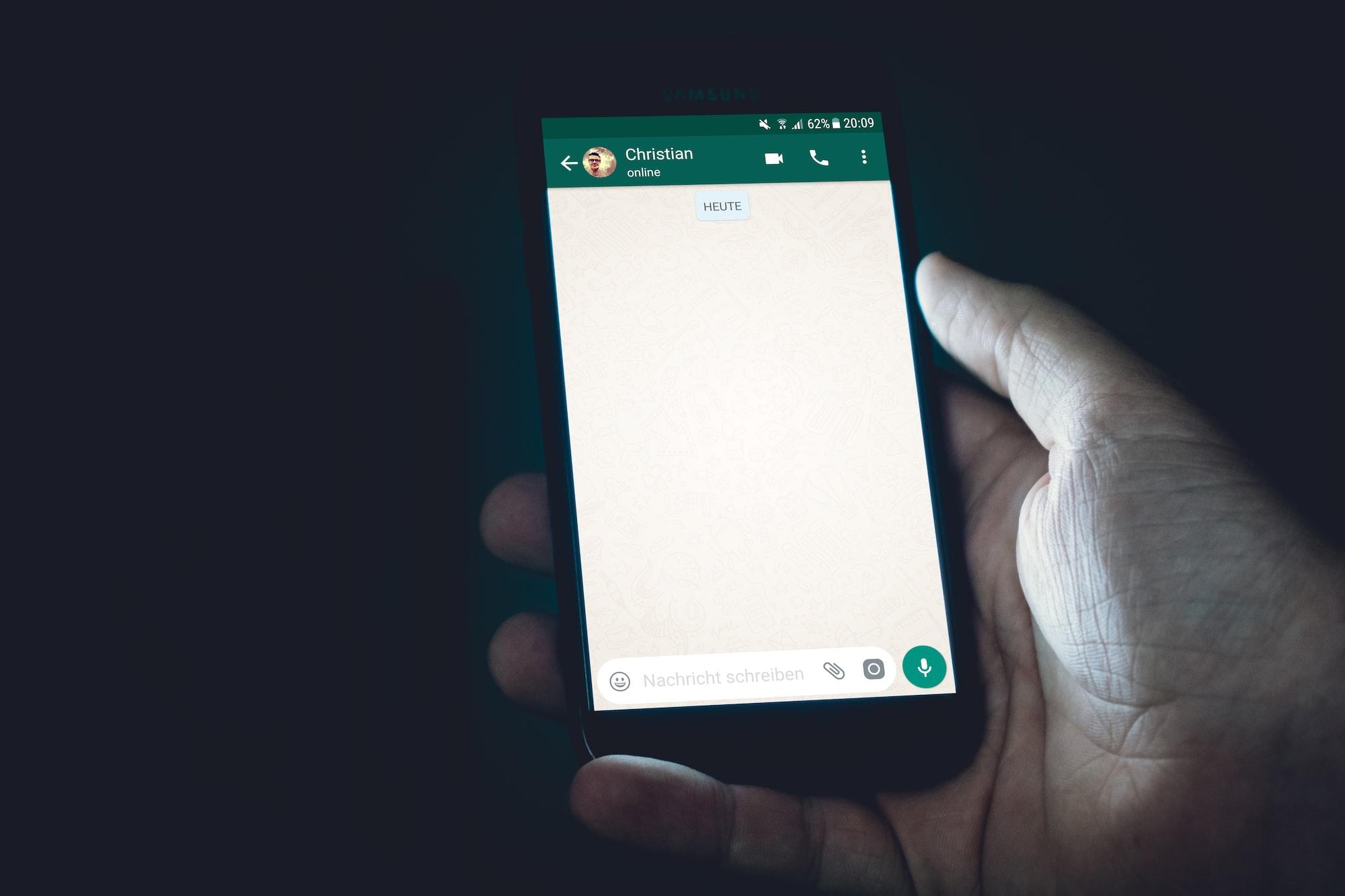 WhatsApp testando diretórios de negócios locais