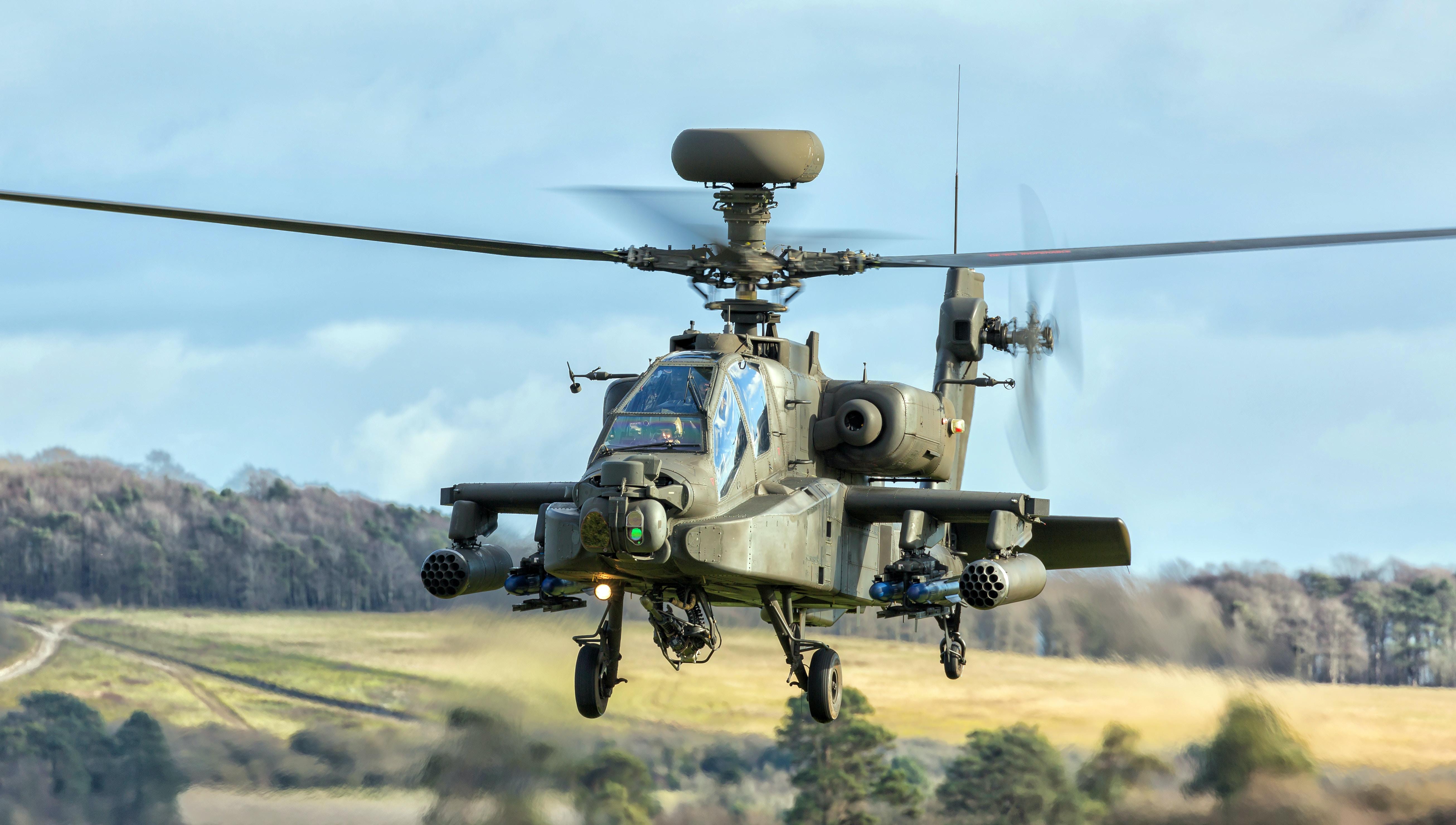 Beschreibung des Fotografen: Apache Longbow helicopter on a training sortie