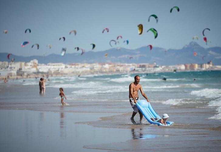 Kite surfing in beach Hindeloopen