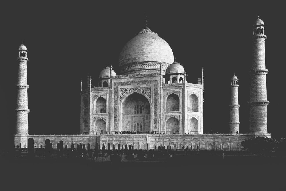 grayscale photo of mosque