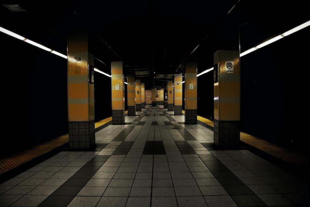 Floor Tiles Pictures Download Free Images On Unsplash