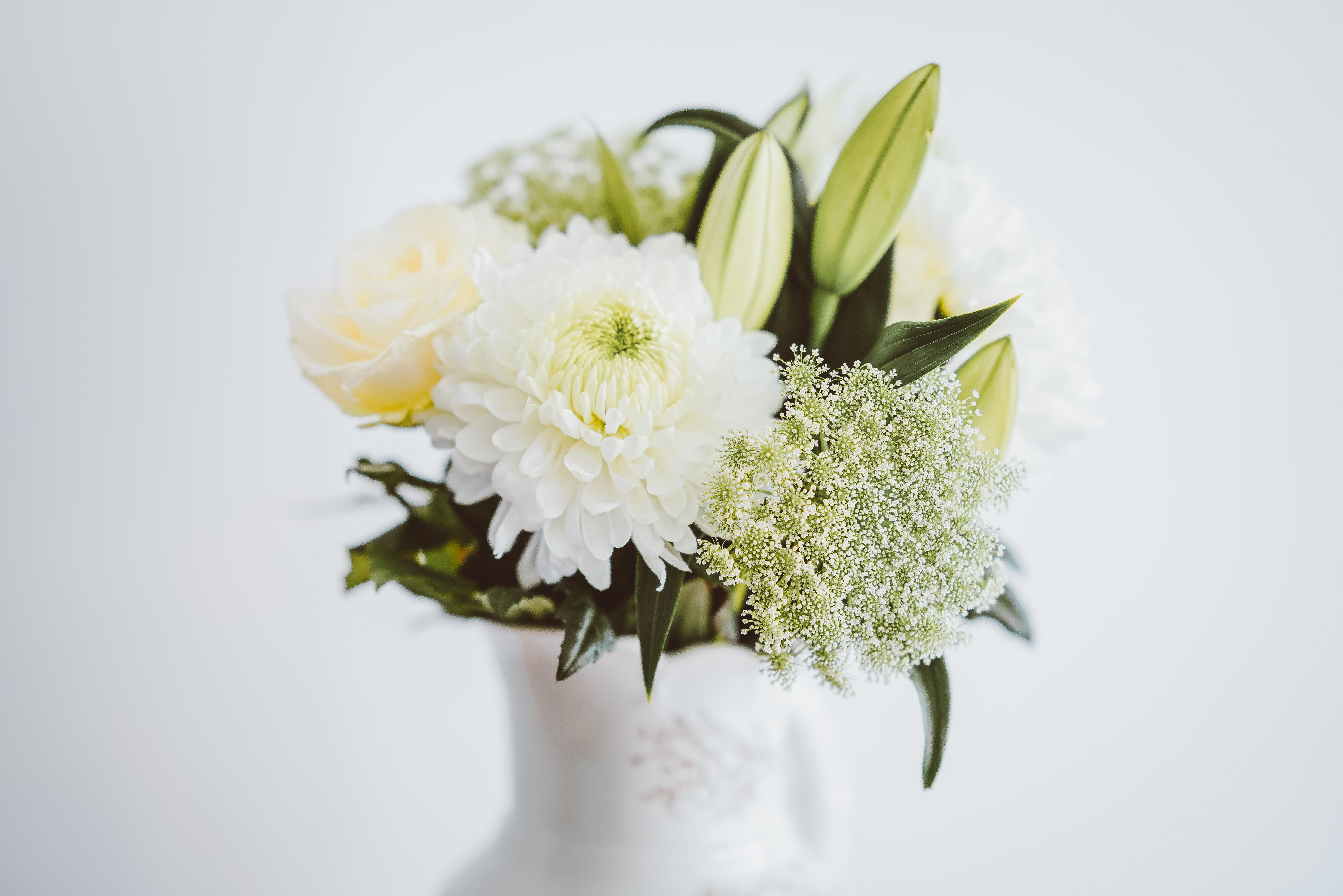 flower arrangement selective focal photo