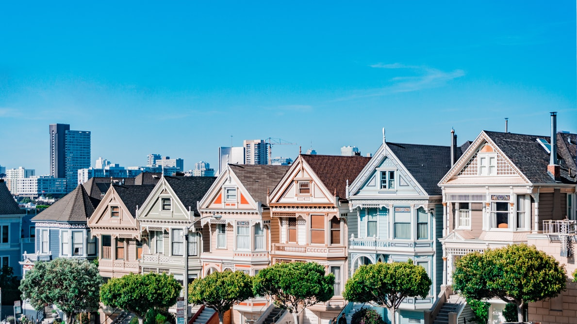 Image of Townhouses in a Suburban Area. Source : Unsplash