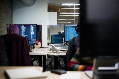 black flat screen computer monitors