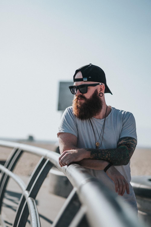 shallow focus photography of man wearing black wayfarer sunglasses