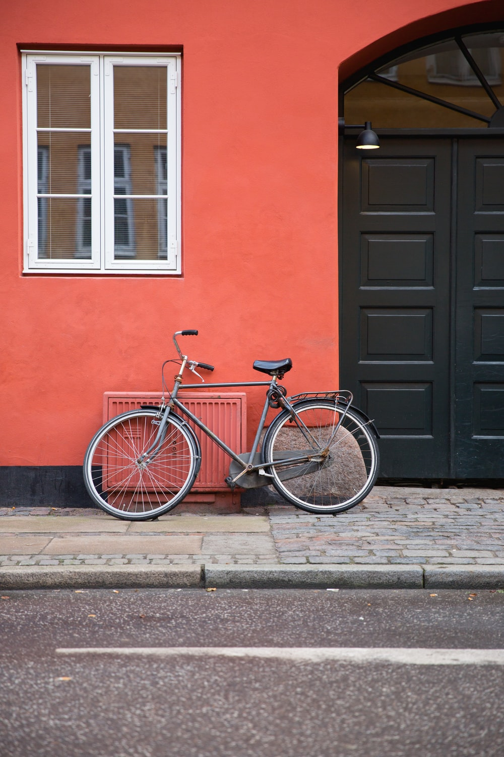 black commuters bicycle