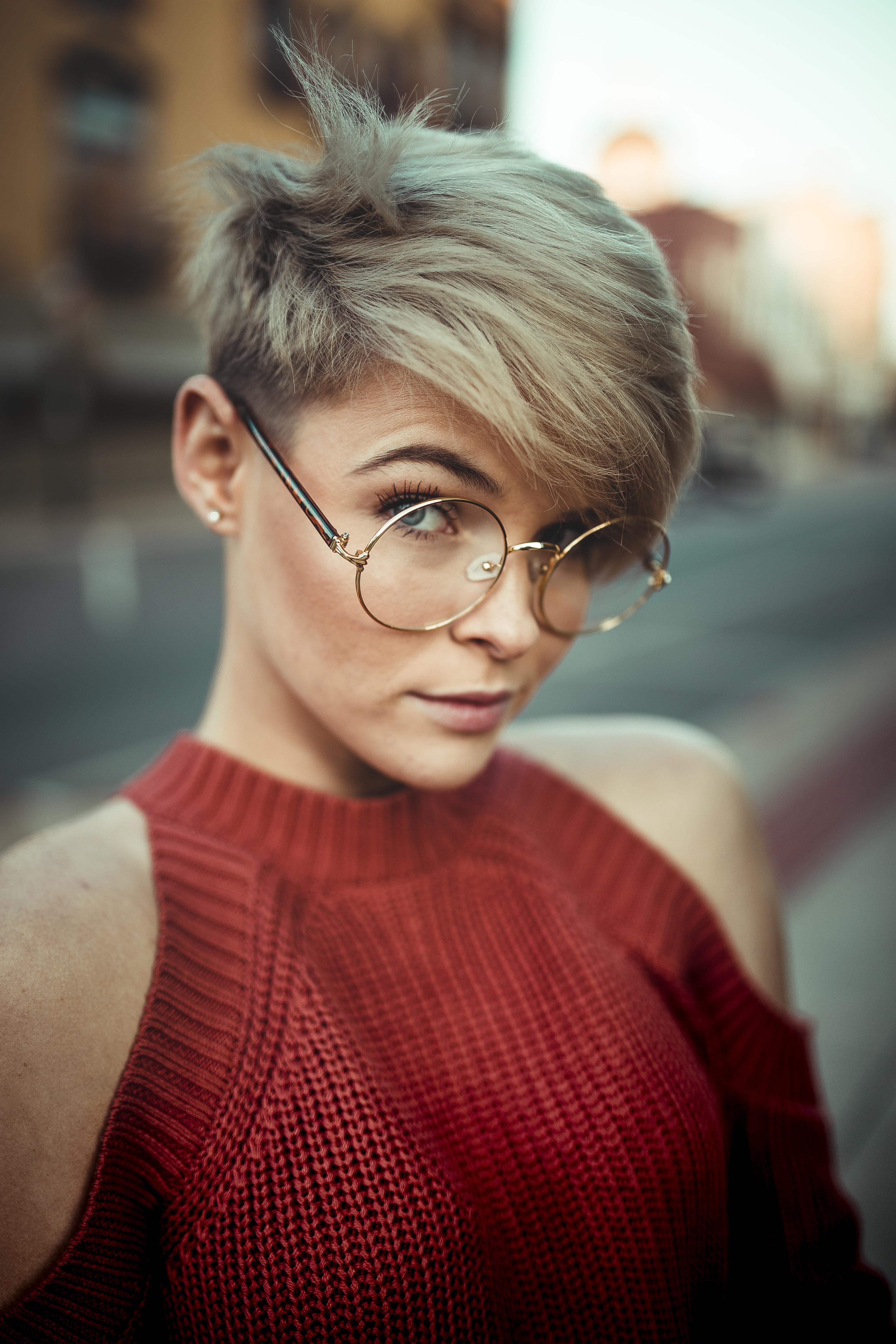 woman wearing round eyeglasses
