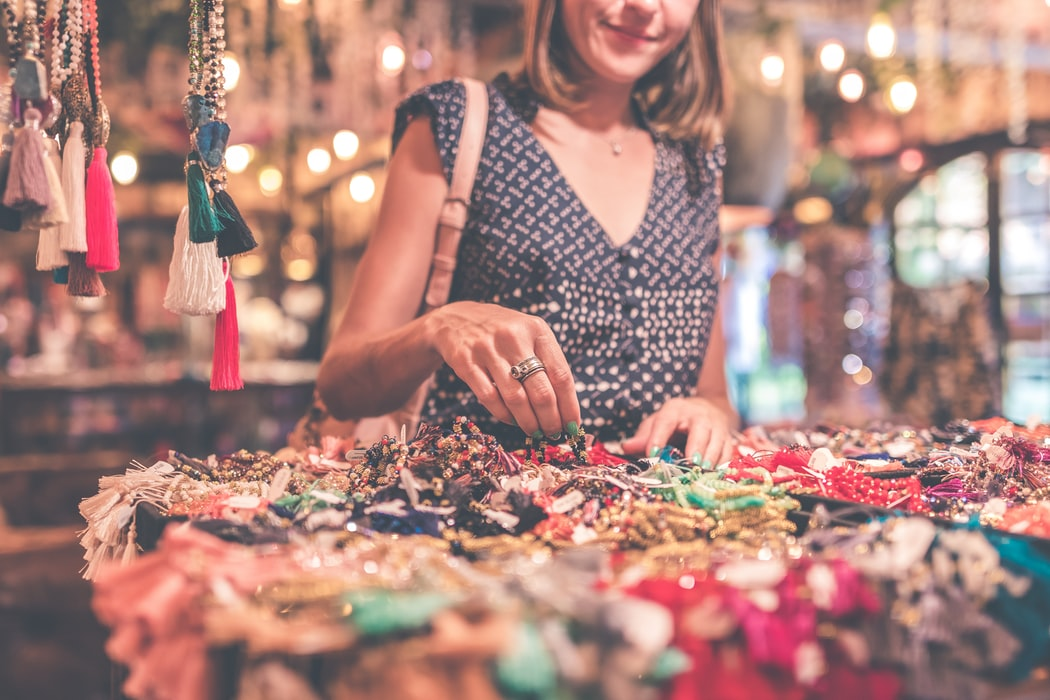Souvenirs to bring back from your honeymoon - jewelery