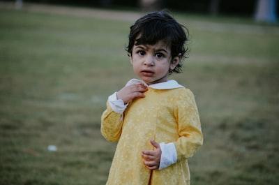 girl holding her collar saudi arabia teams background
