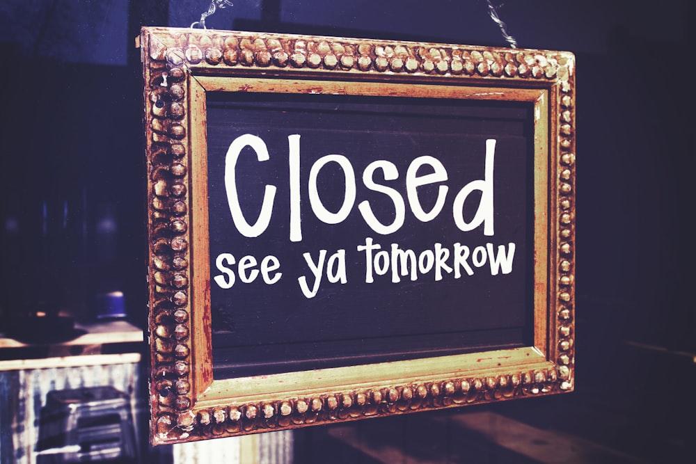 Closed signage
