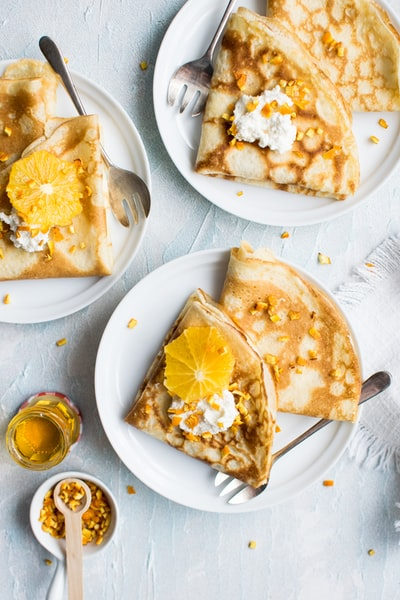 Crepes with oranges and honey