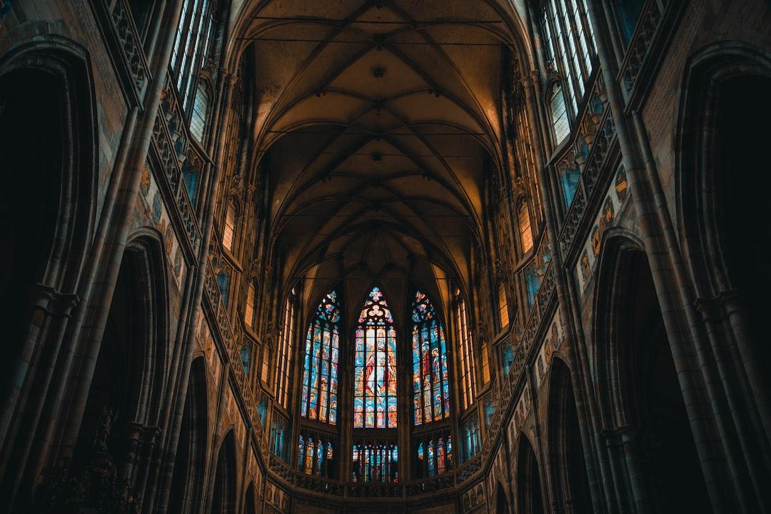 cathedral <b>interior</b> photo – Free Prague Image on Unsplash