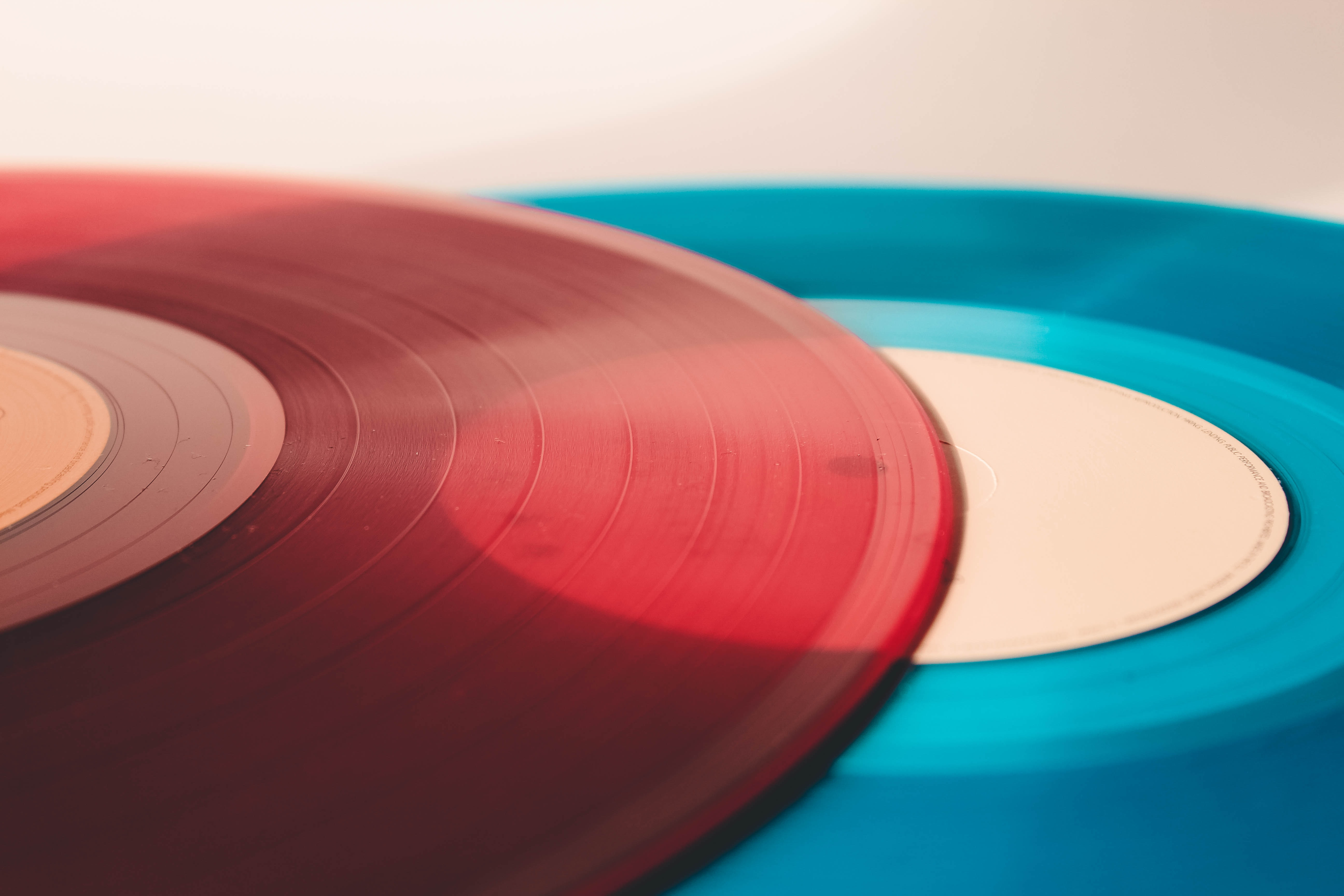 red and blue discs