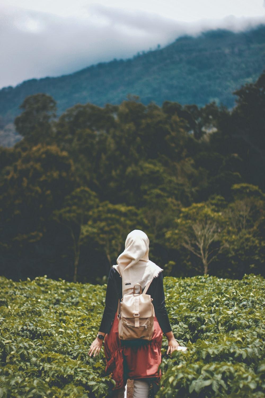 Selective focus photography of woman at plantation