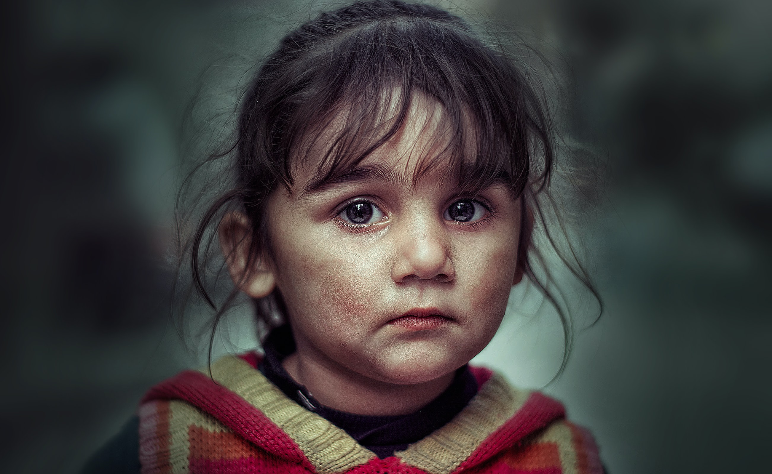 girl's face closeup photography