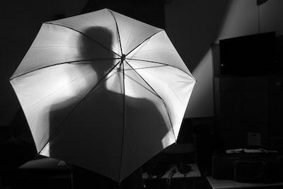 white umbrella noir teams background